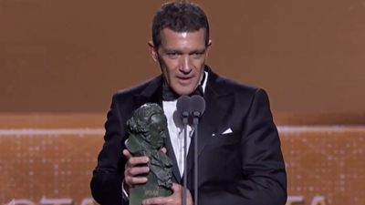Tras un paro cardíaco Antonio Banderas por fin gana en los Goya 2020