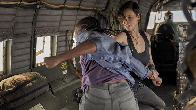 'La vieja guardia': La curiosa anécdota detrás de la pelea en el avión en la película de Netflix