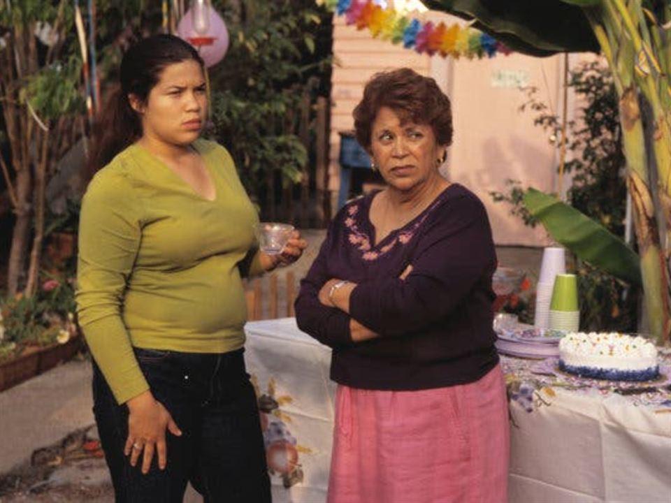 Las mujeres de verdad tienen curvas (2002)