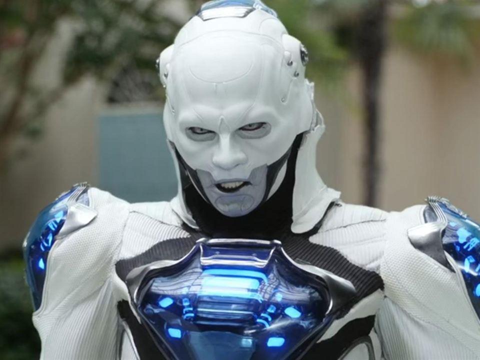Anthony Carrigan es Dennis Caleb McCoy en 'Bill & Ted 3: Salvando el universo'