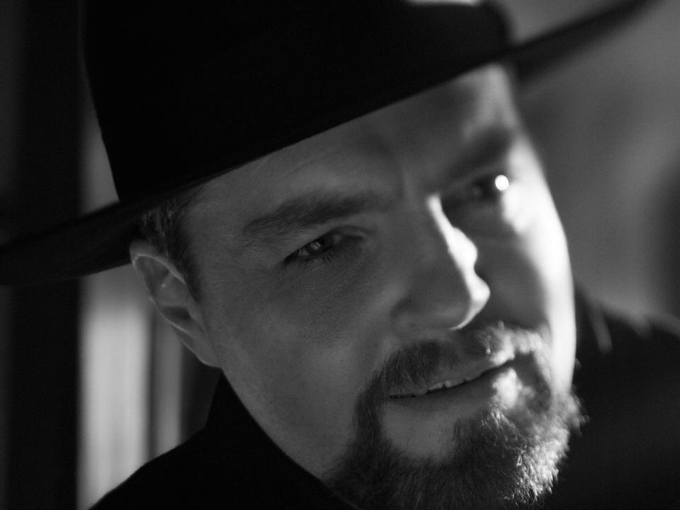 Tom Burke es Orson Welles en 'Mank'